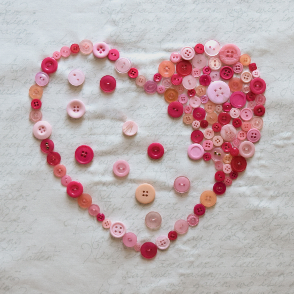 She Quilts Alot - Button Heart Cushion Step-By-Step